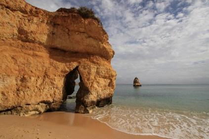 Immer diese Postkartenstrände! Hier Praia do Camilo