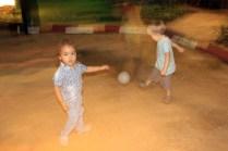 Abendliches Fussballspiel in Yangon