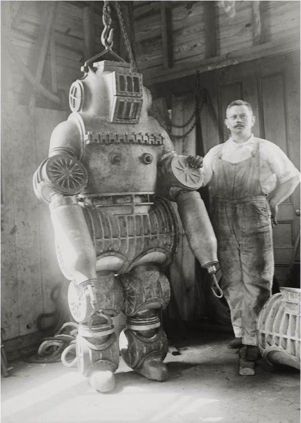 Fato de mergulhador e o seu inventor, Chester MacDuffin, en 1911