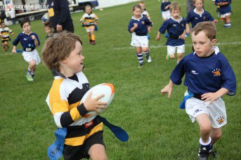 Junior Rugby Kicks Off 00394