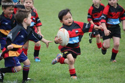 Junior Rugby Kicks Off 00515