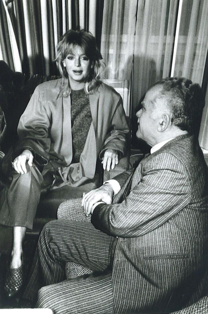 Goldie Hawn, Yitzhak Shamir
