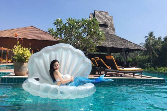 Floaty Giant Shell Swimming Float time4gadget