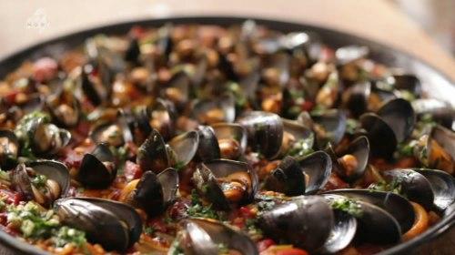 Simon Hopkinson Cooks Paella