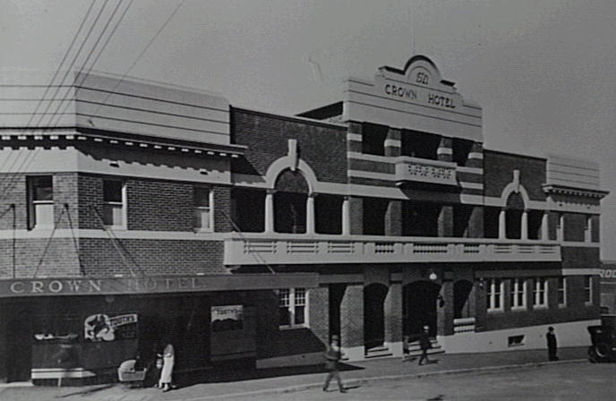 The Crown Hotel, Wollongong in the late 1930s.