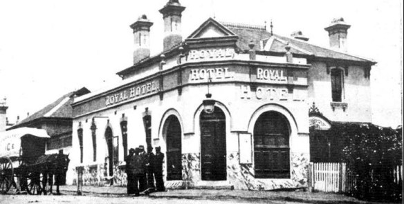 The Royal Hotel, corner of Auburn Road and Queen Street, Auburn 1903.