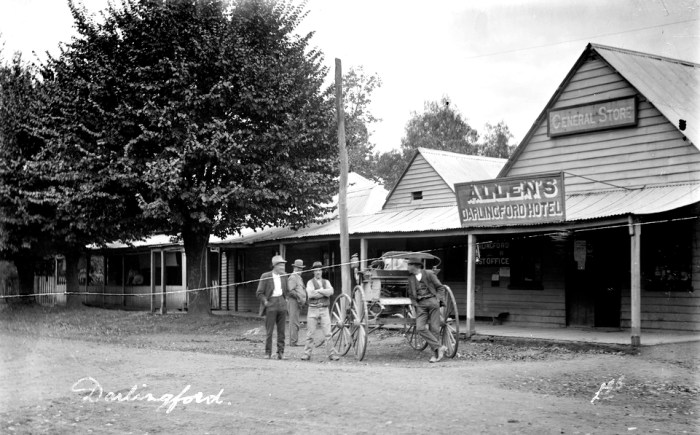 darlingford hotel and general store 1910.jpeg