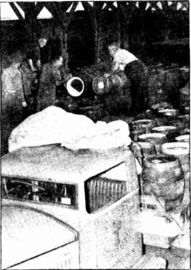 loading kegs for bathurst 1940s