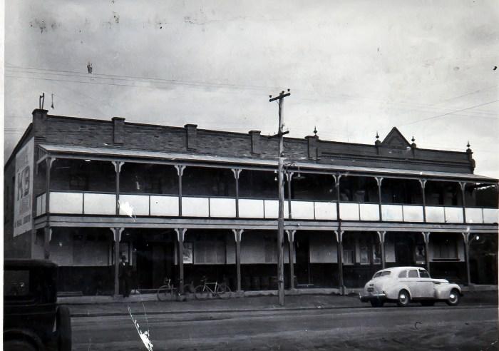 Royal Hotel Cullen Bullen1949 anu