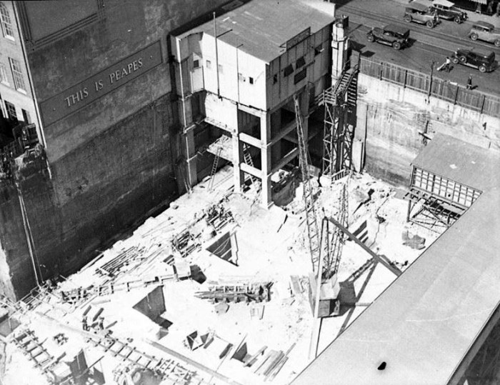 arial view of the construction in 1935, showing the temporary bar and its supports