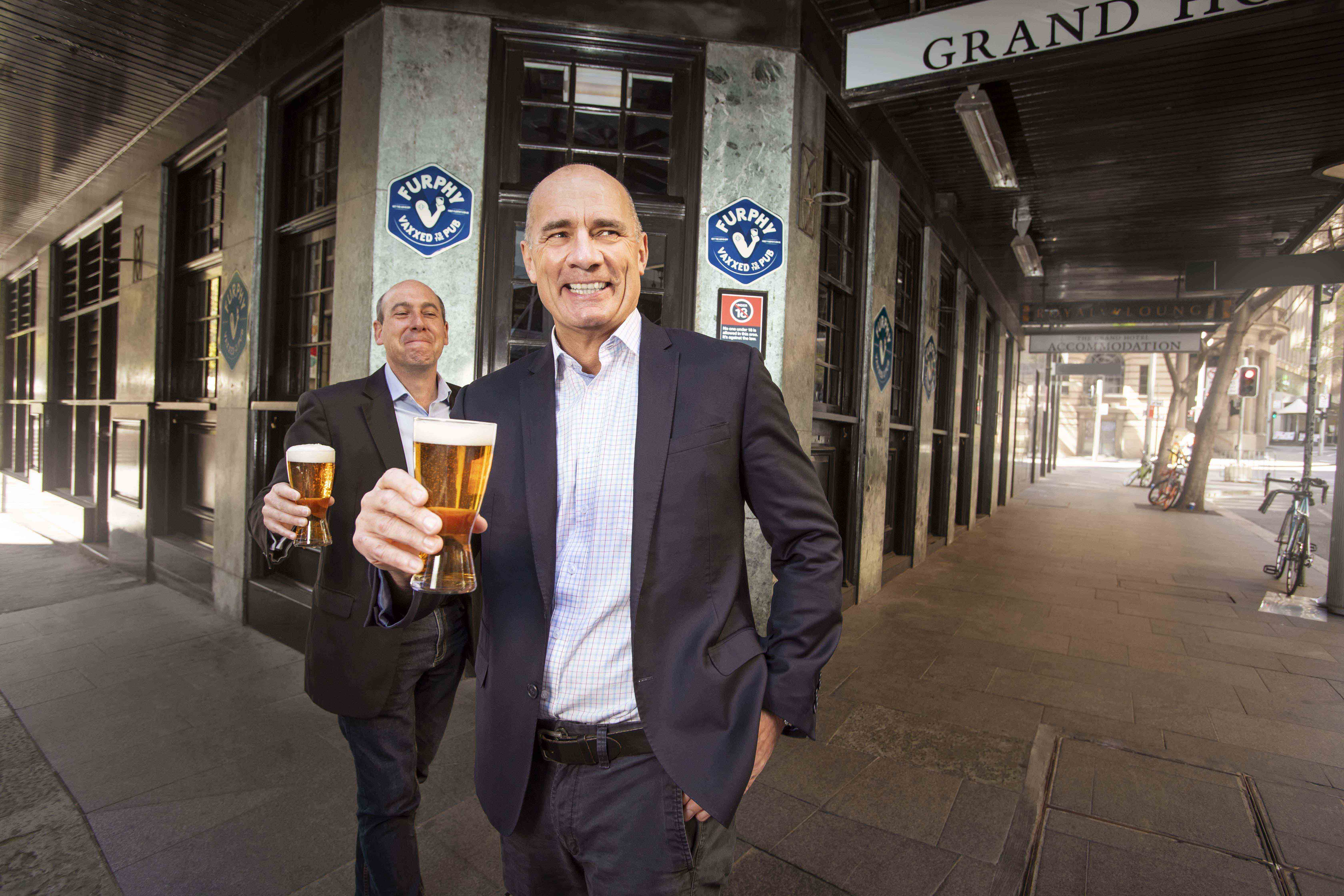 Double jabbed beer drinkers rewarded with a free glass by Lion