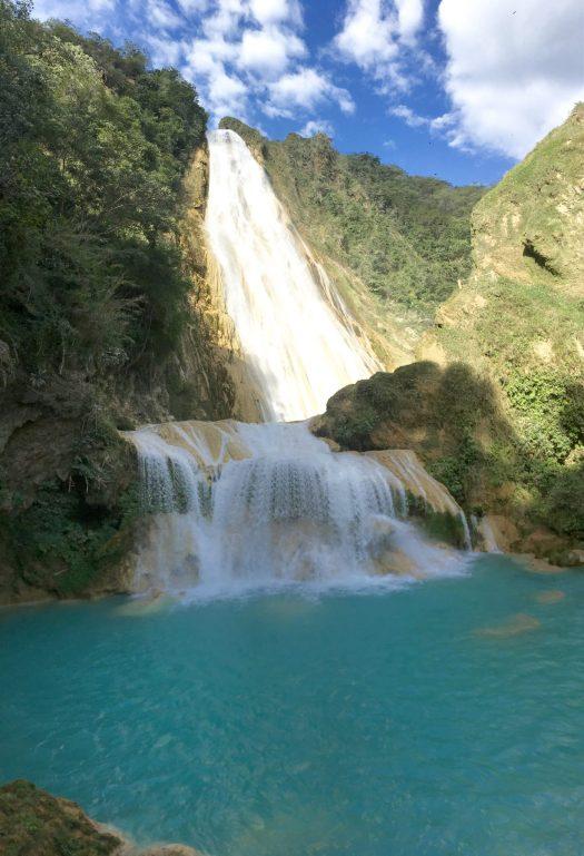view of velo de novia falls
