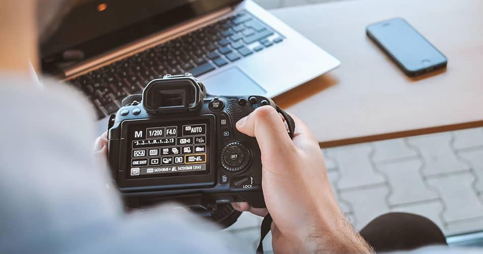 DSLR camera manual mode