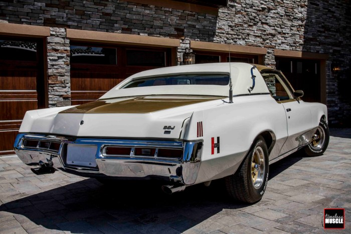 Wisco was responsible for adorning the Grand Prix with the vinyl roof with limousine-style rear window. They added the Landau bars on the sail panels and the chrome-plated nose cap on the hood for added touches of elegance.