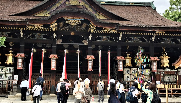 Wander around the grounds of Kitano Tenmangu Shrine while shopping.