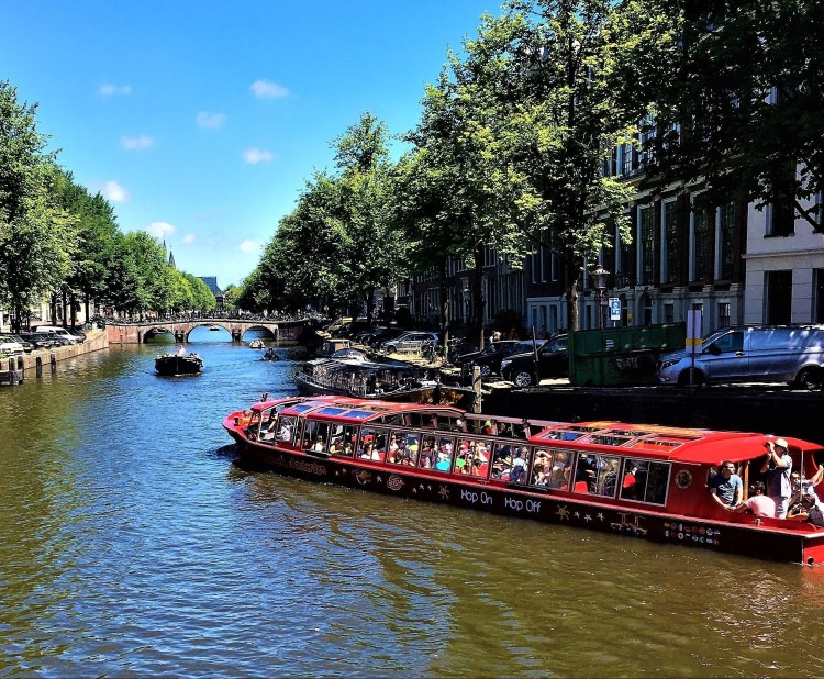 Amsterdam in a Nutshell - The hop-on hop-off canal bus