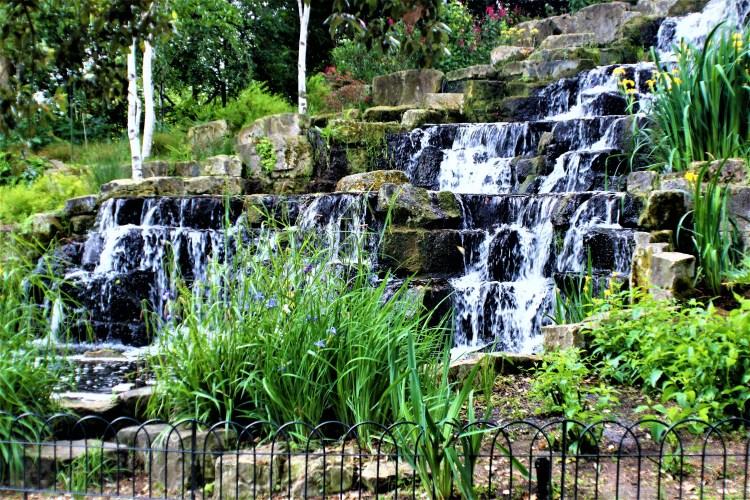 Regent's Park | The waterfall in the Japanese Garden, Regent's Park, London