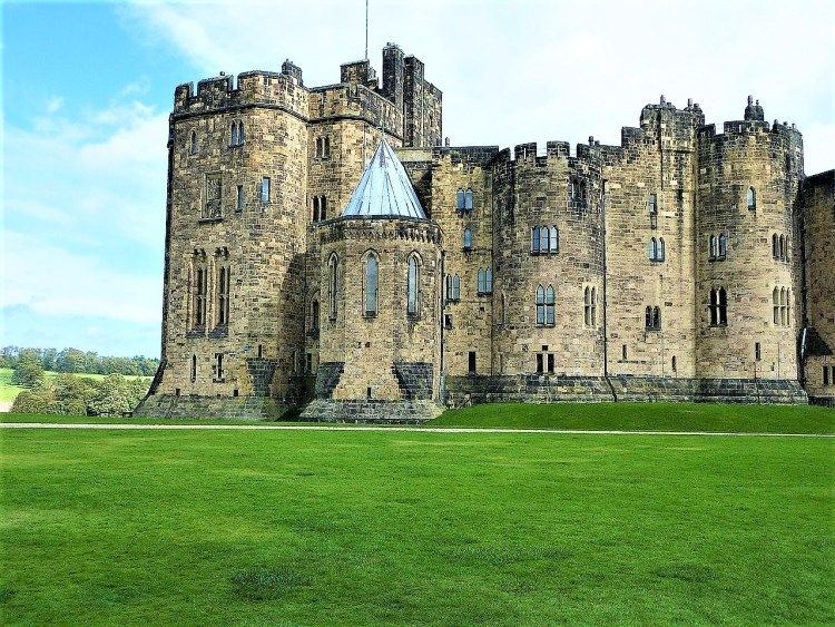 Alnwick Castle | aka Harry Potter Castle | Train Travel in UK