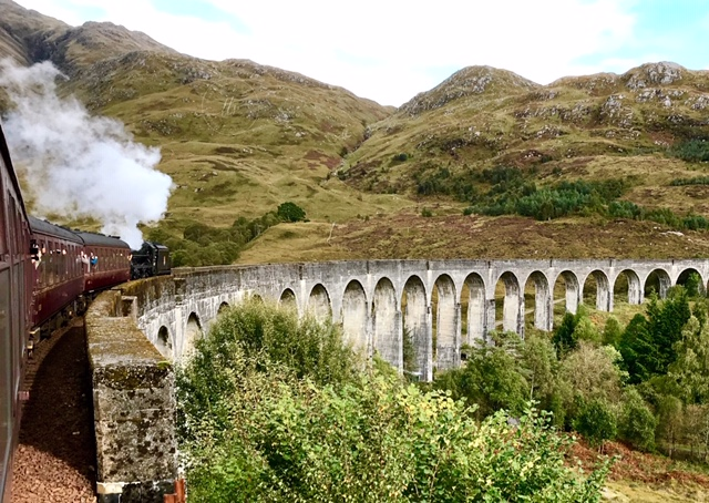 IMG_7264 the curve of Glenfinnan Viaduct on journey from Mallaig to Fort William