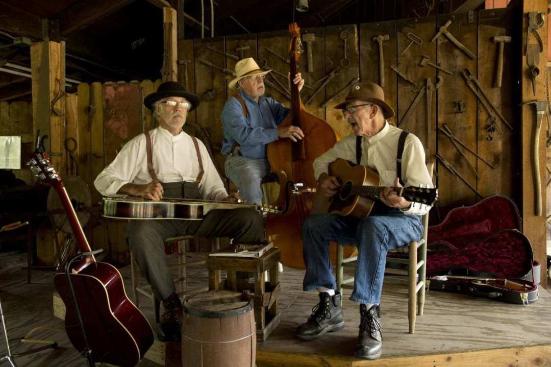 Live Music in the Craft Village - Woodsong & Friends 1