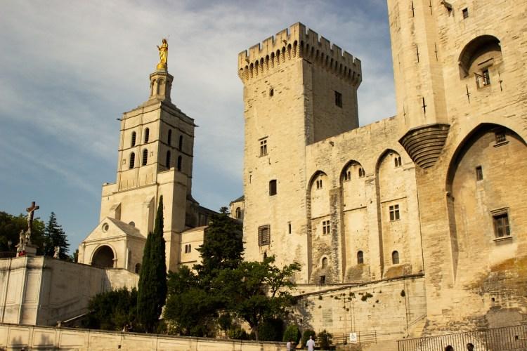 Avignon papal place