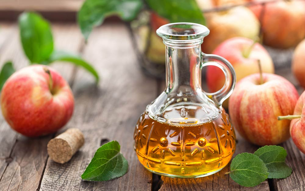 skin and vinegar Apple cider vinegar has been proven to help with beauty issues, from toning your face to making your feet less smelly find out what other acv benefits there are.