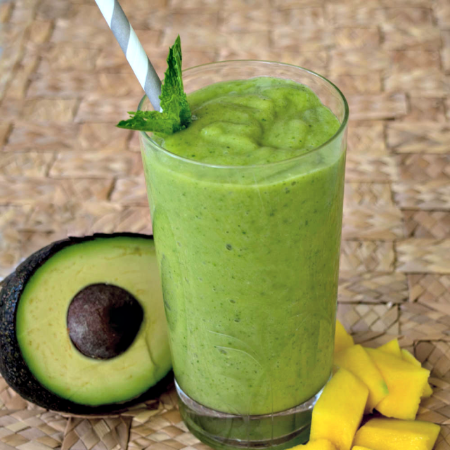 Delicious mango avocado green smoothie for weight loss. Try this tasty smoothies for weight loss.