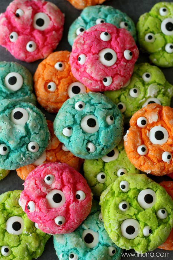 Try these 22 easy Halloween dessert recipes for kids. Halloween ghost recipes for school. Halloween monster eyes cookies for kids. Easy to make Halloween spooky foods ideas for kids. Easy Halloween food ideas. Easy Halloween treats for schools. Easy to make Halloween treats for kids. Halloween treats for school parties. Halloween tricks and treats food ideas. Halloween food ideas for party. Halloween food ideas for adults.