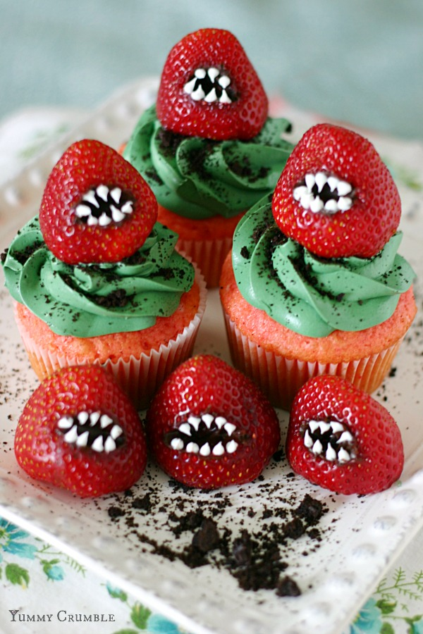 Yummy monster strawberry cupcakes for Halloween party. Halloween treat ideas for adults. Try more 22 spooky cute Halloween dessert recipes ideas for party. Halloween monster eyes cupcake for kids. Easy to make Halloween spooky foods ideas for kids. Easy Halloween food ideas for party. Easy Halloween treats for kids. Halloween treats for school parties. Halloween tricks and treats food ideas. Halloween food ideas for adults. Halloween homemade dessert idea.