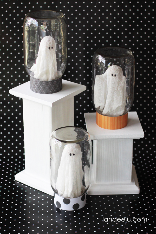 Ghost in a jar ideas for indoor Halloween decoration. 12 DIY Halloween party decorating ideas. Best spooky Halloween party ideas. Easy Halloween crafts ideas for adults. Quick Halloween decoration ideas for treat and party. Creative ghost crafts ideas for kids. Halloween crafts ideas.