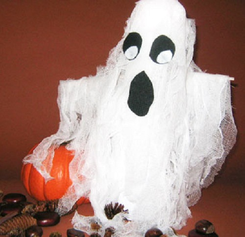 Halloween table ghost decoration ideas for indoor. 12 Best spooky decoration for Halloween party. Halloween party decoration ideas. DIY Indoor Halloween decorating ideas. DIY Creepy Halloween craft ideas. Easy DIY Halloween decoration. Halloween ghost craft for preschoolers. Homemade Halloween crafts for decoration.