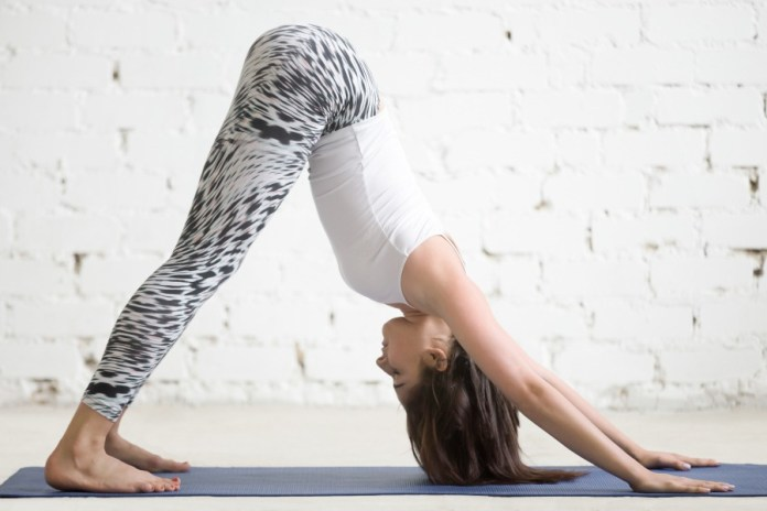 Start your morning with this 30-minute yoga workout sequence. Best and easy yoga workouts for beginners to start a healthy day and improve flexibility.