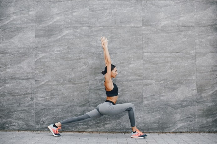 A 30-minute active yoga workouts sequence for beginners. Easy and best yoga poses for beginners to start every morning active.