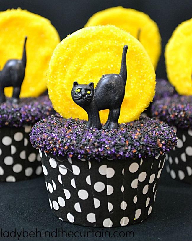 Pumpkin Spice Pudding Halloween Cupcakes. Amazing Halloween Cupcake Recipes Ideas.