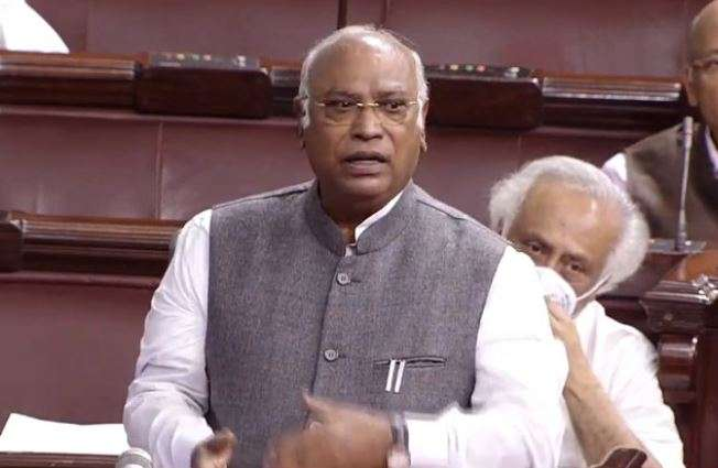 Mallikarjun Kharge protesting GNCTD costs in Parliament