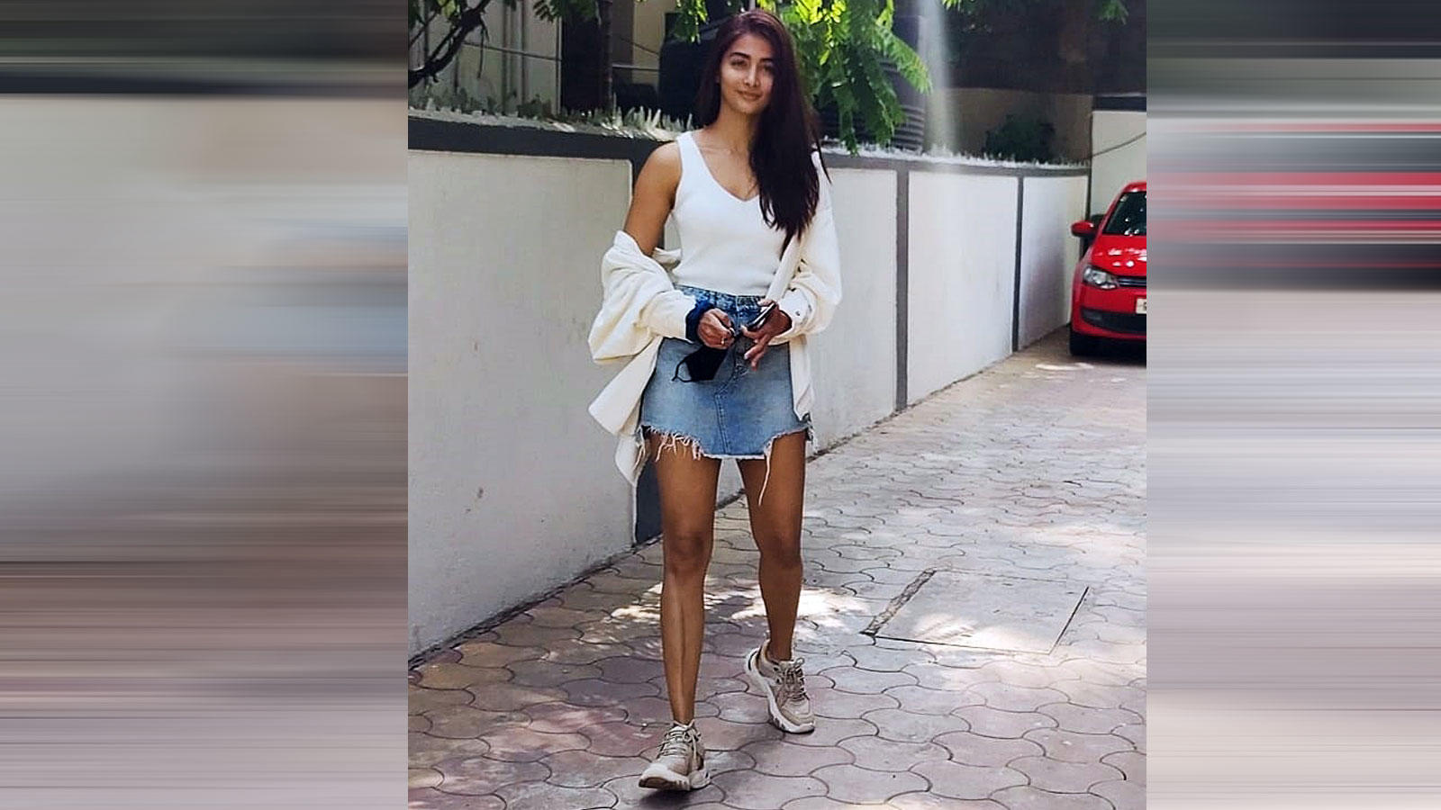 Pooja Hegde poses for paparazzi outside her home in Mumbai | Hindi Movie News – Bollywood – Times of India
