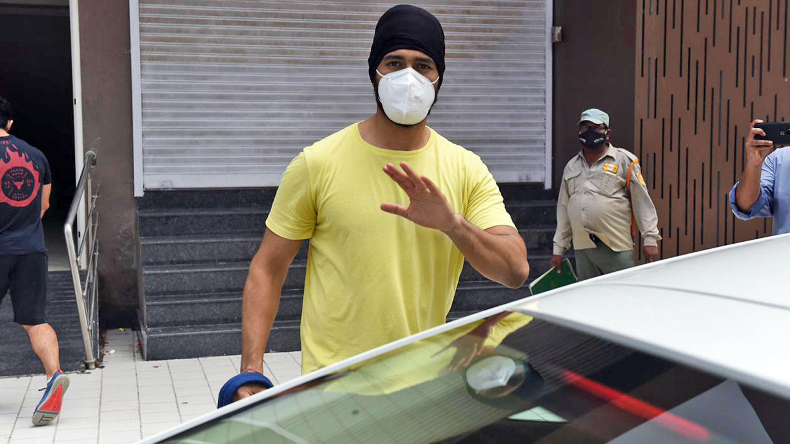 Vicky Kaushal gets papped outside his gym in Mumbai | Hindi Movie News – Bollywood – Times of India