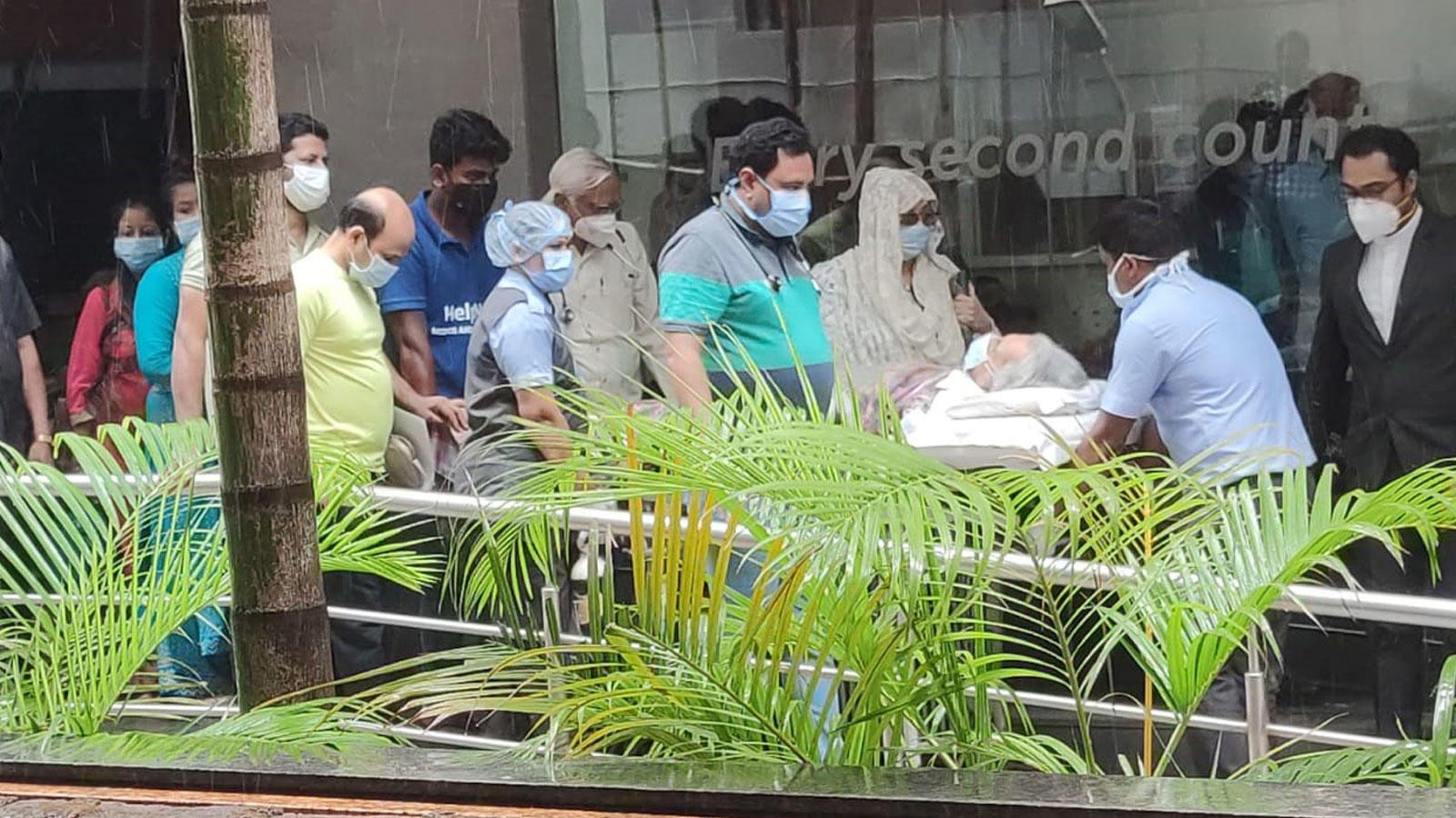 Dilip Kumar gets discharged from Mumbai's Hinduja Hospital   Hindi Movie News – Bollywood – Times of India