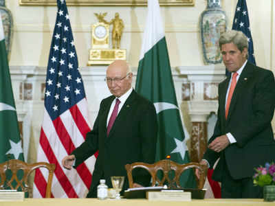 Secretary of state John Kerry and Pakistan foreign affairs adviser Sartaj Aziz at the US-Pakistan Strategic Dialogue meeting in Washington. (AP photo)