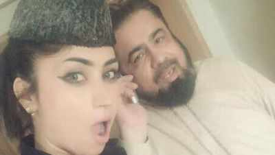 Qandeel Baloch and Mufti Abdul Qavi seen in this selfie. (Photo courtesy: Facebook/OfficialQandeelBaloch)