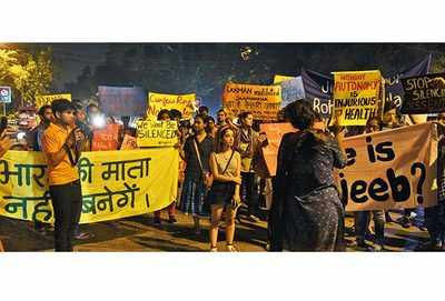 Several students took to streets in protest against the lathi charge on girls of BHU (BCCL/ Ranjit Kumar)
