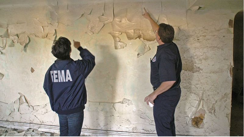 Federal officials examine lead paint.