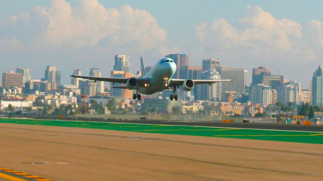 Airliner landing in San Diego
