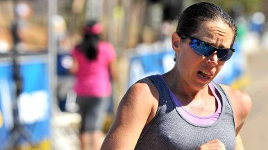 Erin Taylor-Talcott, who would finish in 4:41:26, averaged 9:10 for 31 miles. Photo by Ken Stone