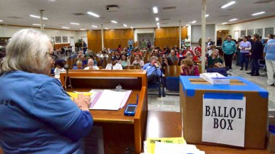 Convenor Ruth Rollins oversees the speeches and voting at the Bernie Sanders caucus in Kearny Mesa. Photo by Chris Stone