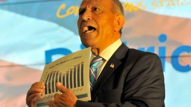 Escondido Mayor Sam Abed displays a chart documenting his city's sales-tax revenues. Photo by Ken Stone