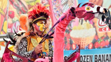 Entertainers move through the fairgrounds. Photo by Chris Stone