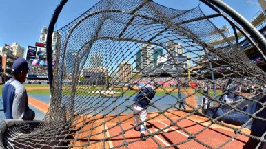 Thousands of fans at Padres Fanfest watched batting practice. Photo by Chris Stone