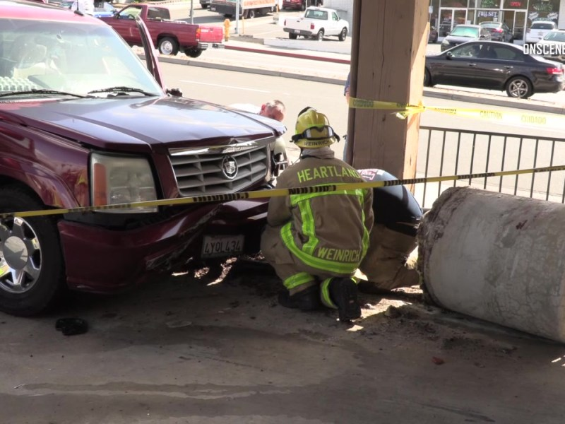 osv-3-26-18-La-Mesa-Car-vs-Light-Pole-then-Building_thumb189