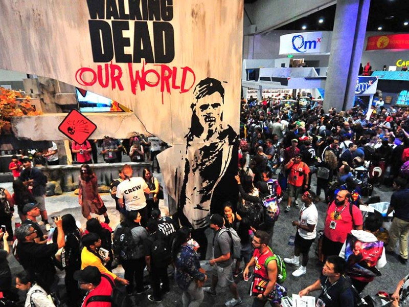 Thousands of Comic-Con attendees flood into the exhibit hall on preview night.